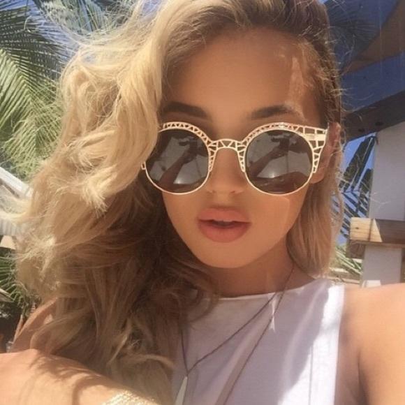 ee0acab77d NWT    Quay Fleur Round Cat-Eye Sunglasses
